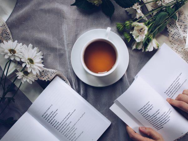読書ってしていますか?【本を読むメリット】